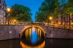 amsterdam canals night view Στοκ φωτογραφία με δικαίωμα ελεύθερης χρήσης