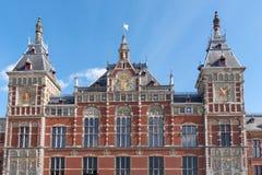Amsterdam Centraal järnvägsstationbyggnad arkivbilder