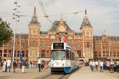 Amsterdam centrali tramwajowa opuszcza stacja Obrazy Royalty Free
