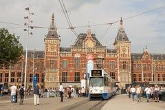 Amsterdam centrali tramwajowa opuszcza stacja Obrazy Stock