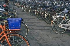 amsterdam cykelpark Arkivbilder