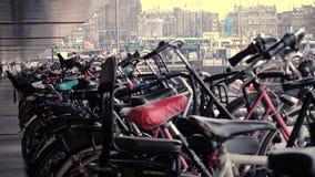 Amsterdam cykelparkering arkivfilmer