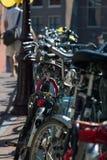 amsterdam cyklar I fotografering för bildbyråer
