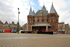 amsterdam de Nederländerna waag Arkivbild
