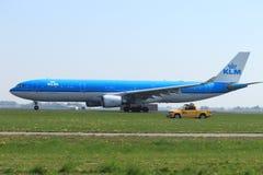 Amsterdam die Niederlande - 22. April 2019: PH-AKA KLM Royal Dutch Fluglinien Airbus A330-303 lizenzfreie stockbilder