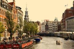 AMSTERDAM, DIE NIEDERLANDE - 19. AUGUST 2015: Ansicht über Bloemenmarkt Stockfoto
