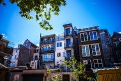 AMSTERDAM, DIE NIEDERLANDE - 15. AUGUST 2016: Berühmte Gebäude der Amsterdam-Stadtzentrumnahaufnahme Allgemeine Landschaftsstadta Lizenzfreie Stockbilder