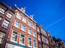 AMSTERDAM, DIE NIEDERLANDE - 15. AUGUST 2016: Berühmte Gebäude der Amsterdam-Stadtzentrumnahaufnahme Allgemeine Landschaftsstadta Stockfotos