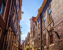 AMSTERDAM, DIE NIEDERLANDE - 15. AUGUST 2016: Berühmte Gebäude der Amsterdam-Stadtzentrumnahaufnahme Allgemeine Landschaftsstadta Lizenzfreies Stockbild