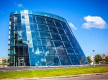 AMSTERDAM, DIE NIEDERLANDE - 15. AUGUST 2016: Moderne Stadtarchitektur Geschäftszentrum mit Büros 15. August 2016 Lizenzfreie Stockfotografie