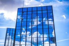 AMSTERDAM, DIE NIEDERLANDE - 15. AUGUST 2016: Moderne Stadtarchitekturnahaufnahme 15. August 2016 in Amsterdam - Netherland Lizenzfreies Stockbild