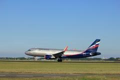 Amsterdam, die Niederlande - August, 18. 2016: VP-BLR Aeroflot - russische Fluglinien Stockbilder