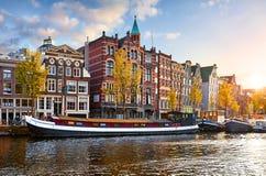 Amsterdam, die Niederlande Hausboote, tanzende H?user stockbilder