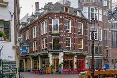 AMSTERDAM, DIE NIEDERLANDE - 25. JUNI 2017: Ansicht der alten historischen Gebäude in der Mitte von Amsterdam Stockbilder