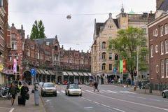AMSTERDAM, DIE NIEDERLANDE - 25. JUNI 2017: Ansicht der historischen Gebäude auf der Raadhuisstraat-Straße Lizenzfreie Stockbilder