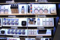 Amsterdam, die Niederlande, kann, 26. 2017: verschiedene Chanel-Kosmetikprodukte Stockfotografie