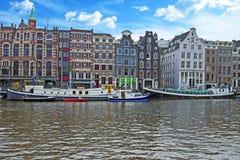 Amsterdam domy wzdłuż Amstel w Amsterdam holandiach Obrazy Stock