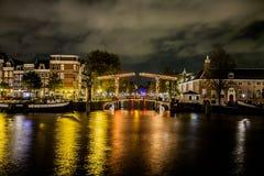 Amsterdam en la noche Imágenes de archivo libres de regalías