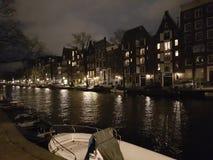 Amsterdam en la noche Fotos de archivo