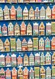 AMSTERDAM - 1ER MAI 2013 : Souvenirs pour des touristes le long de stree de ville Photographie stock libre de droits