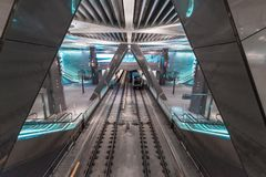 Amsterdam för tunnelbanastation central, sikt på den norr södra linjen fotografering för bildbyråer