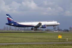 Amsterdam-Flughafen Schiphol - Aeroflot Airbus A321 landet Lizenzfreies Stockbild