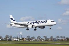 Amsterdam-Flughafen Schiphol - Airbus 321 von Finnair landet Stockfotografie