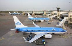 Amsterdam-Flughafen Schiphol Flugzeug netherlands lizenzfreies stockbild