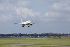 Amsterdam-Flughafen Schiphol - Vueling Airbus A320 landet Stockfotografie