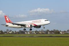 Amsterdam flygplats Schiphol - A320 av Air Arabia Maroc landar Royaltyfri Fotografi