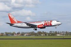 Amsterdam flygplats Schiphol - Boeing 737 av Jet2 landar Royaltyfria Foton