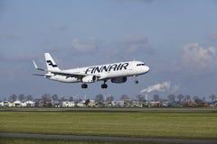 Amsterdam flygplats Schiphol - den Finnair flygbussen A321 landar Royaltyfria Foton