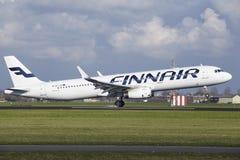 Amsterdam flygplats Schiphol - den Finnair flygbussen A321 landar Fotografering för Bildbyråer