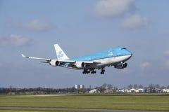 Amsterdam flygplats Schiphol - KLM Boeing 747 landar Arkivfoton
