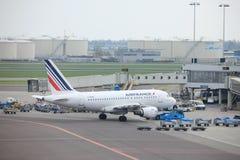 Amsterdam flygplats Schiphol Nederländerna - April 14th 2018: Flygbuss A318-100 för F-GUGR Air France Royaltyfria Foton