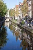 Amsterdam Gracht reflexion Arkivbilder