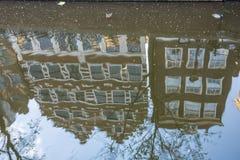 Amsterdam ha riflesso nell'acqua immagine stock