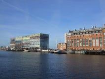 Amsterdam - haven met Silodam-de bouw en korrelsilo Stock Afbeeldingen