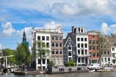 Amsterdam, holandie Europa, Lipiec, - 27, 2017 Malowniczy domy w centrum miasta Obrazy Stock