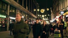 AMSTERDAM holandie - GRUDZIEŃ 25, 2017 Zatłoczona turystyczna ulica na wigilii Obrazy Royalty Free