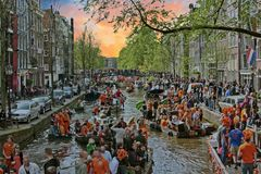 AMSTERDAM, holandie - KWIECIEŃ 27: Królewiątko dzień na Kwietniu 27, 2017 i Obrazy Stock