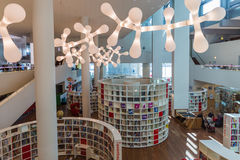 AMSTERDAM holandie - KWIECIEŃ 25, 2017: Wnętrze Środkowy Publ Fotografia Stock