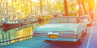 AMSTERDAM, holandie KWIECIEŃ 23, 2015: Elegancki retro samochodowy pobliski t Zdjęcie Stock