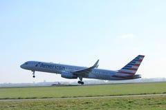 Amsterdam holandie - Kwiecień 2nd, 2017: N177AN American Airlines Obraz Stock