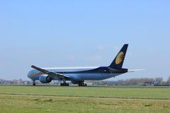 Amsterdam holandie - Kwiecień 2nd, 2017: VT-JEU Jet Airways Fotografia Royalty Free
