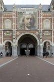 AMSTERDAM, holandie - LUTY 08: Goście przy Rijksmuseum Zdjęcia Stock
