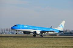 Amsterdam holandie - Luty 24th 2018: PH-EXF KLM Cityhopper Embraer ERJ-190 Obraz Stock