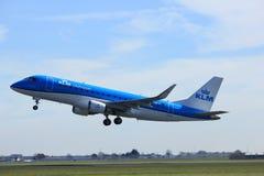 Amsterdam holandie - Marzec 25th, 2017: PH-EXI KLM Cityhopper Embraer ERJ-175 Obraz Royalty Free