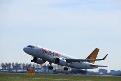 Amsterdam holandie - Marzec 25th, 2017: TC-NBD pegaz A320neo Obrazy Stock