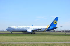 Amsterdam holandie - Marzec 25th, 2017: UR-PSS Ukraine International Airlines Boeing 737-800 Zdjęcie Stock
